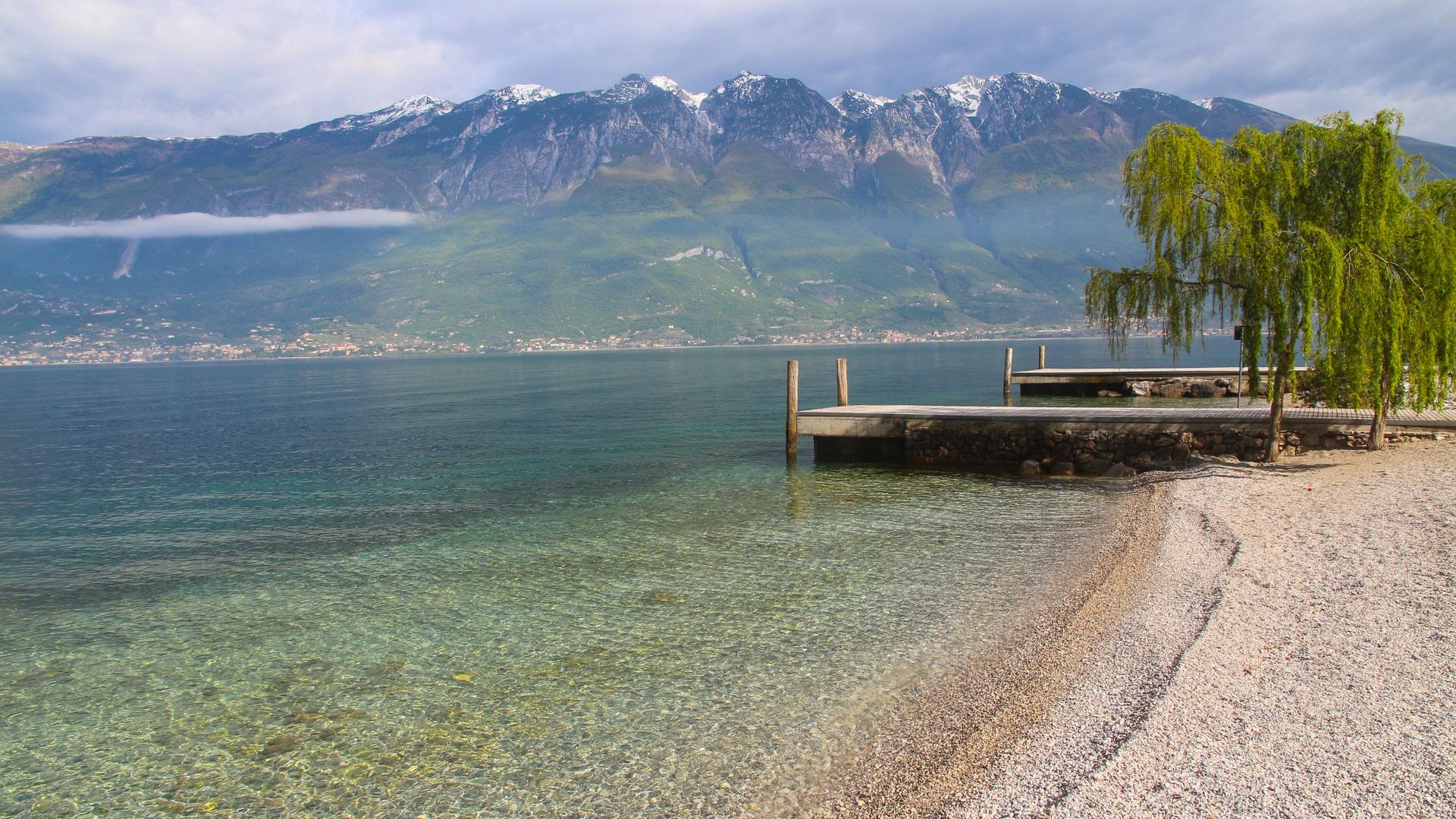 des lacs mature singles L'espace consacré à la minéralogie au musée des confluences de lyon  occupées par des lacs ou des rivières  l'existenced'uneroche-mère,mature.