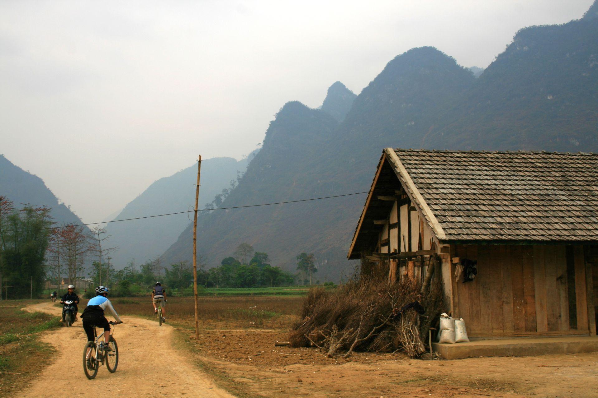 Vtt Vietnam Ethnies Du Nord Et Baie D Along